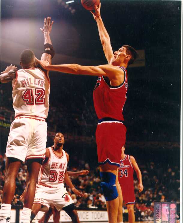 Gheorghe Muresan 8 x 10 Color Photo
