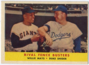 1958 Topps #436 Rival Fence Busters/Willie Mays/Duke Snider