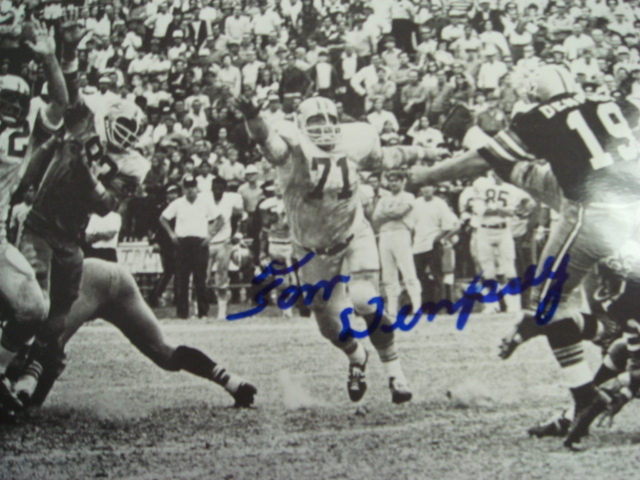 Tom Dempsey Autographed 8 x 10 Saints Picture of the 63 yard Fg with Coa