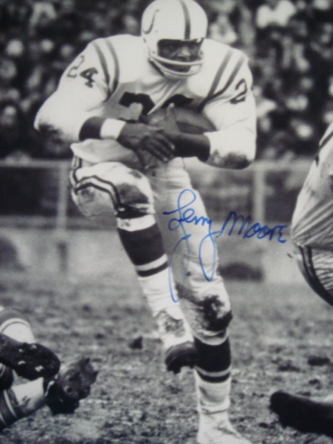 Lenny Moore autographed 8 x 10 Colts Picture with Coa