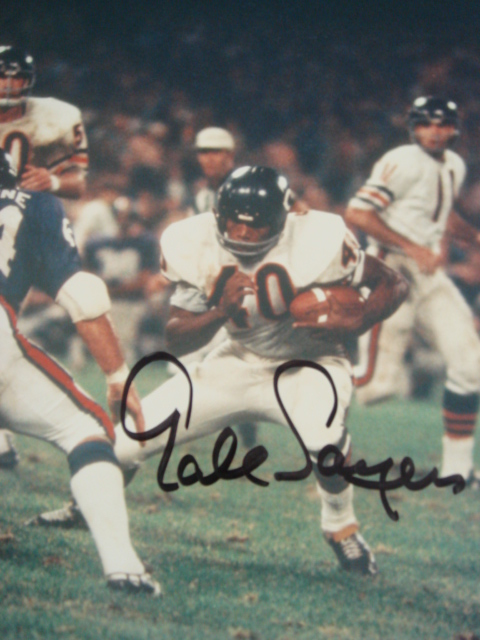 Gale Sayers autographed 8 x 10 Bears picture with PSA Coa