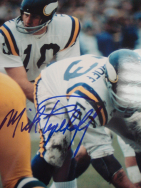 Mick Tingelhoff Autographed 8 x 10 Vikings picture With coa