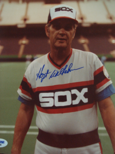 Hoyt Wilhelm Autographed 8 x 10 White Sox Picture with PSA Coa