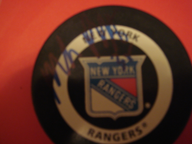 Mike Richter Autographed Official game hockey puck with Coa