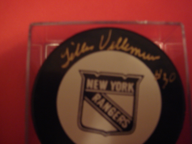 Gilles Villemure autographeh Rangers Hockey puck with Coa