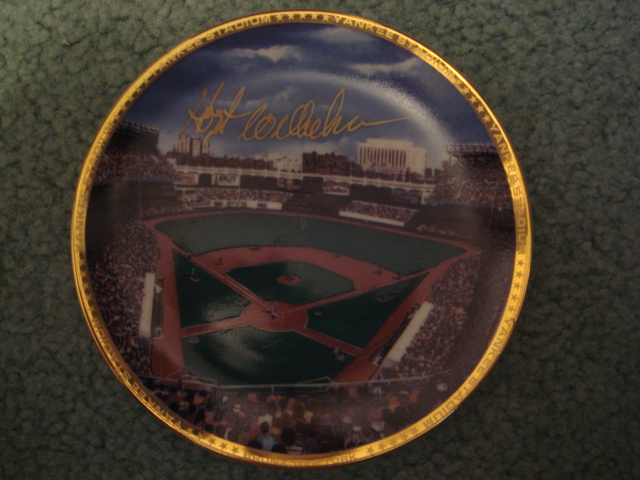Hoyt Wilhelm Yankee Stadium Autographed 1989 Sports Impressions Mini Plate By Robert Stephen Simon With COA