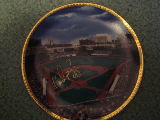 Wade Boggs Yankee Stadium Autographed 1989 Sports Impressions Mini Plate By Robert Stephen Simon With COA