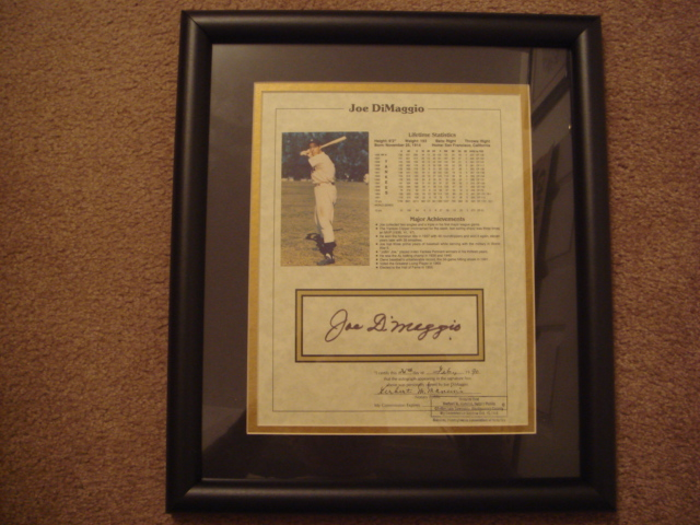 Joe Dimaggio Autographed Photo with Lifetime Statistics Certify by Notary Public
