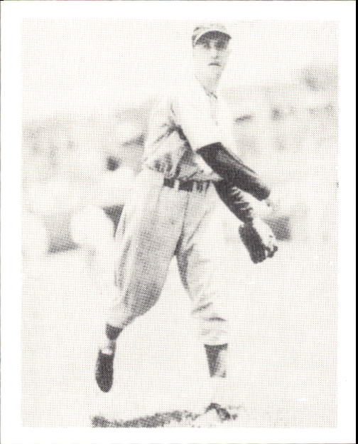 1939 Play Ball #22 Bucky Walters RC