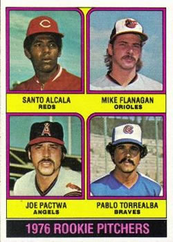 1976 Topps #589 Rookie Pitchers/Santo Alcala RC/Mike Flanagan RC/Joe Pactwa RC/Pablo Torrealba RC
