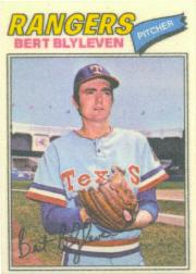 1977 Topps Cloth Stickers #5 Bert Blyleven