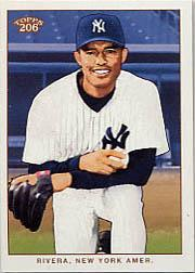 2002 Topps 206 #215B Mariano Rivera Holding Ball