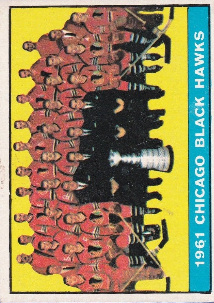 1961-62 Topps #42 Blackhawks Team Picture