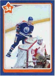 1982-83 Neilson's Gretzky #34 Breaking Out