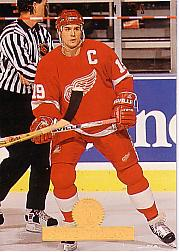 1994-95 Leaf #148 Steve Yzerman
