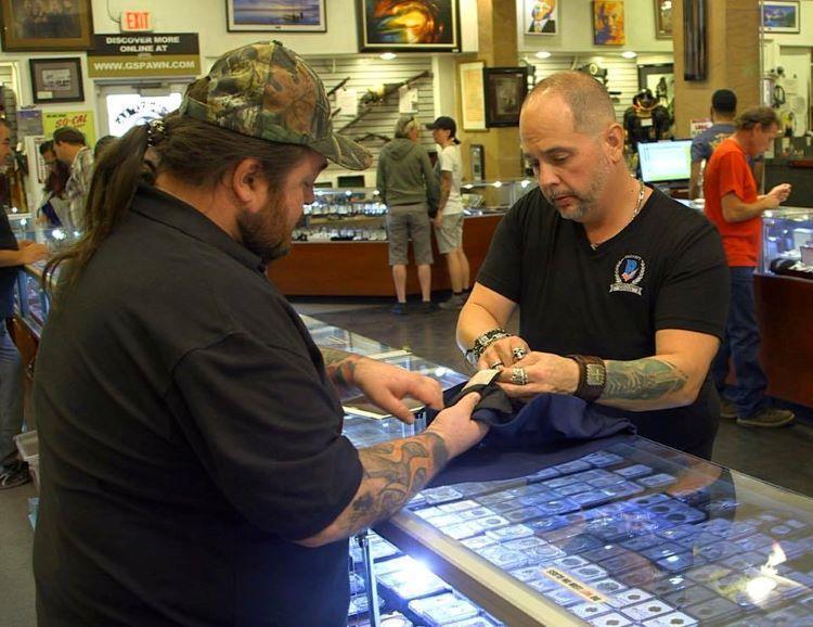 Steve Grad Inspects Tom Petty Autograph on 'Pawn Stars' ;?>