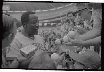 Hank Aaron: A Legendary Player, A Legendary Autogr...