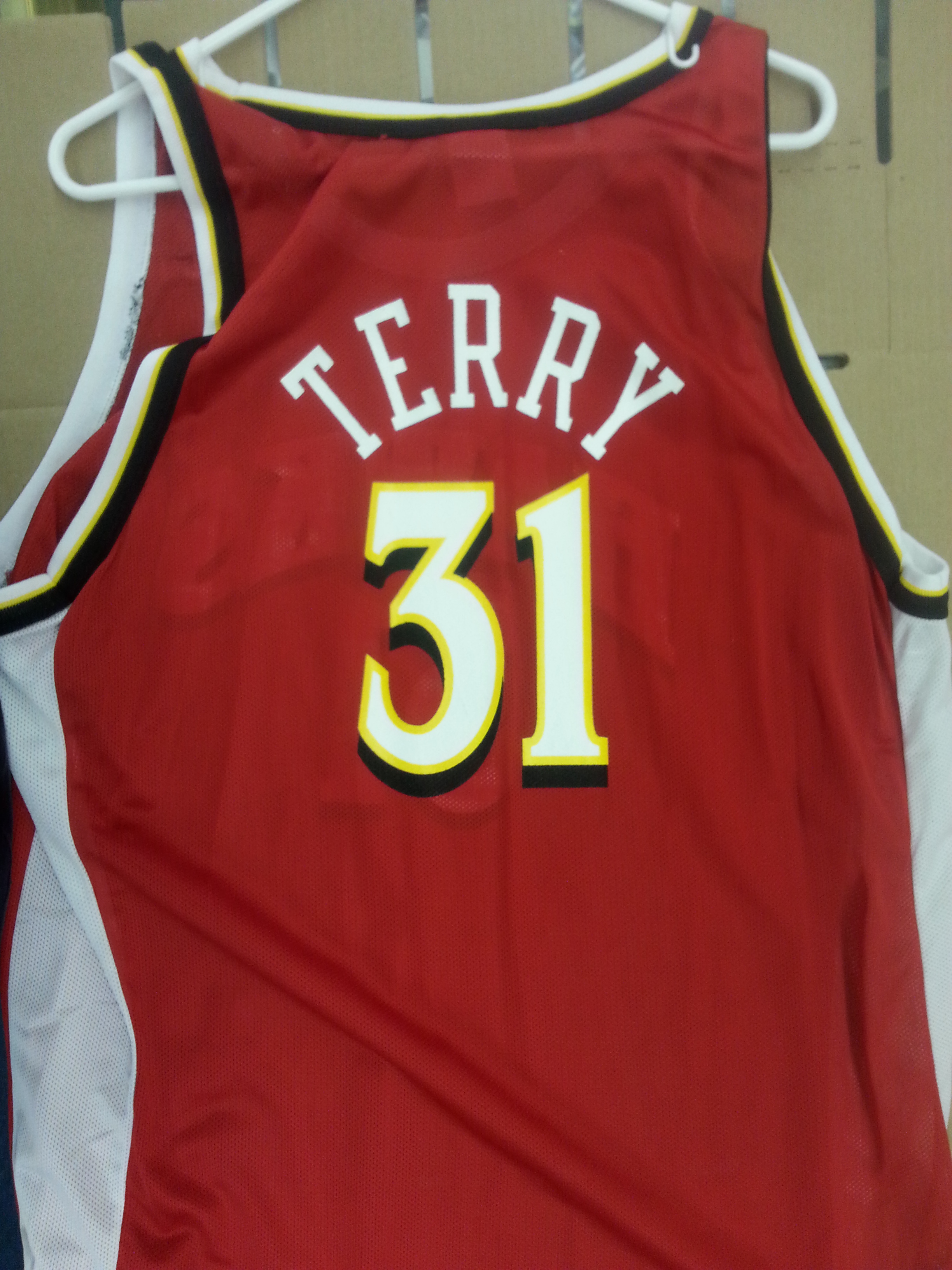 2000-01 Fleer Legacy Replica Jersey Autographs #ARJ12 Jason Terry Red/500 back image