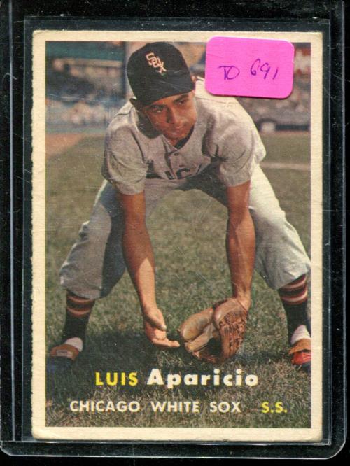 1957 Topps #7 Luis Aparicio