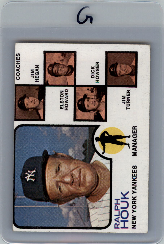 1973 Topps #116B Ralph Houk MG/Jim Hegan CO/Elston Howard CO/Dick Howser CO/Jim Turner CO/Natural backgrounds