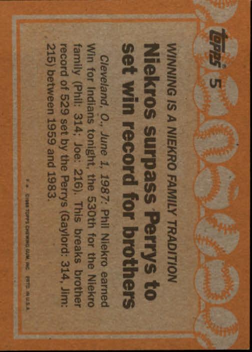 1988 Topps #5 Phil Niekro/Joe Niekro RB back image