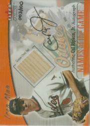 2001 Fleer Genuine Names Of The Game Autographs #16 Cal Ripken Bat