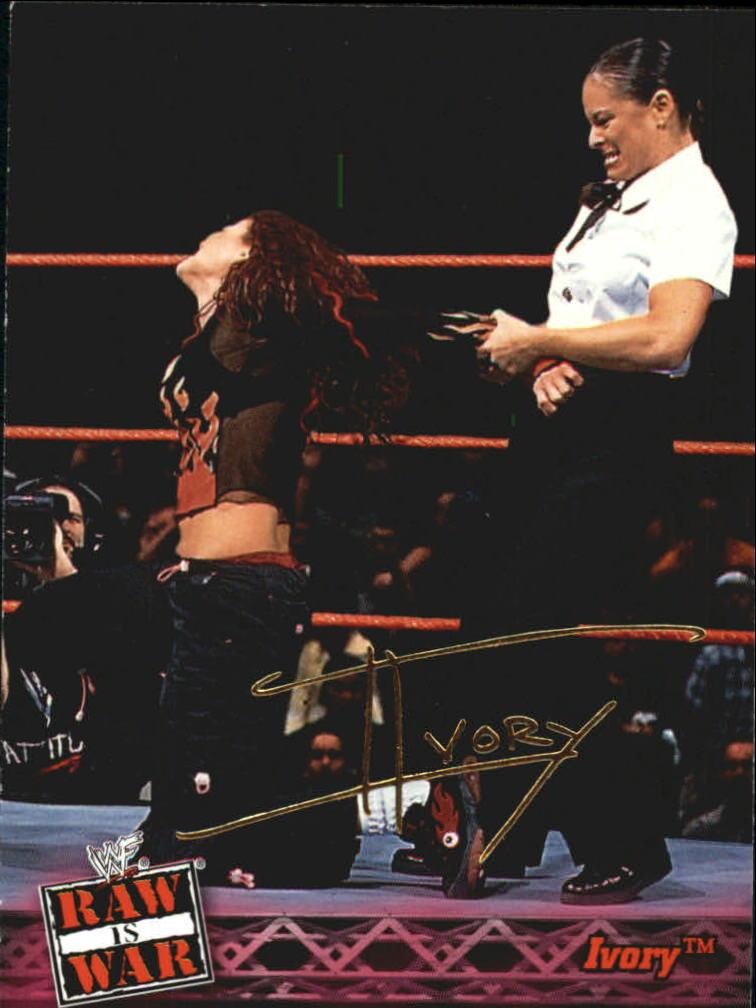 2001 Fleer WWF Raw Is War #16 Ivory